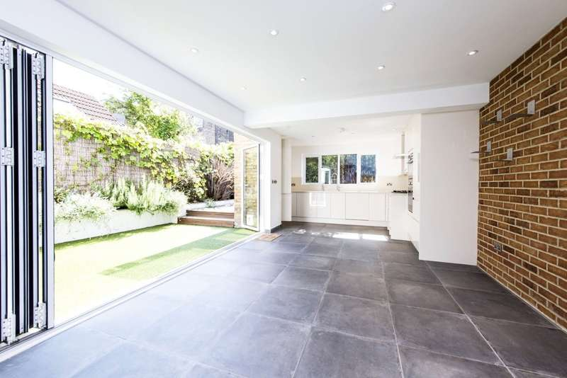 4 Bedrooms Semi Detached House for sale in Belleville Road, Battersea, London