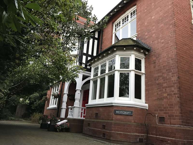 4 Bedrooms Detached House for sale in Wychall Park Grove, Kings Norton