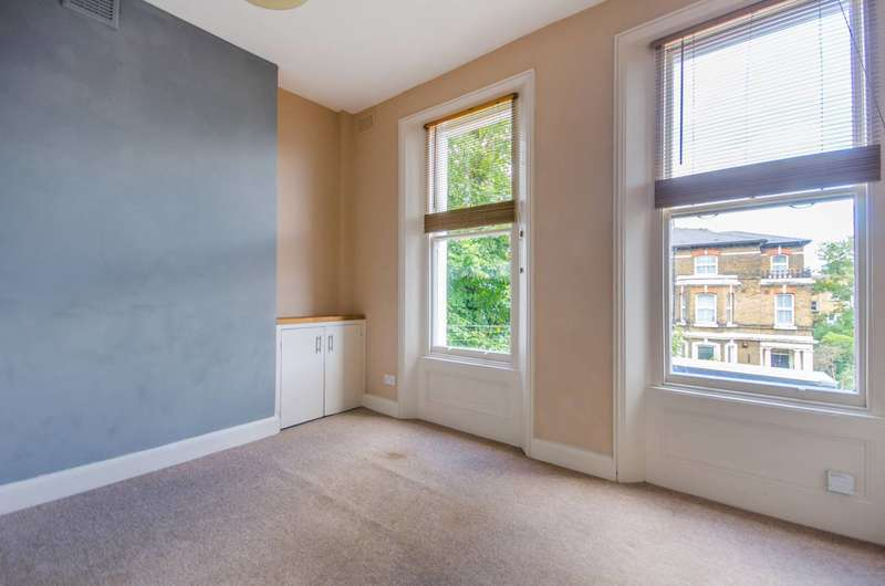 2 Bedrooms Flat for sale in Parkfield Road, New Cross, SE14