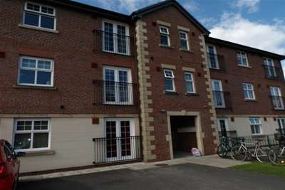 2 Bedrooms Flat for rent in Lytham Close, Great Sankey, WA5 2GH