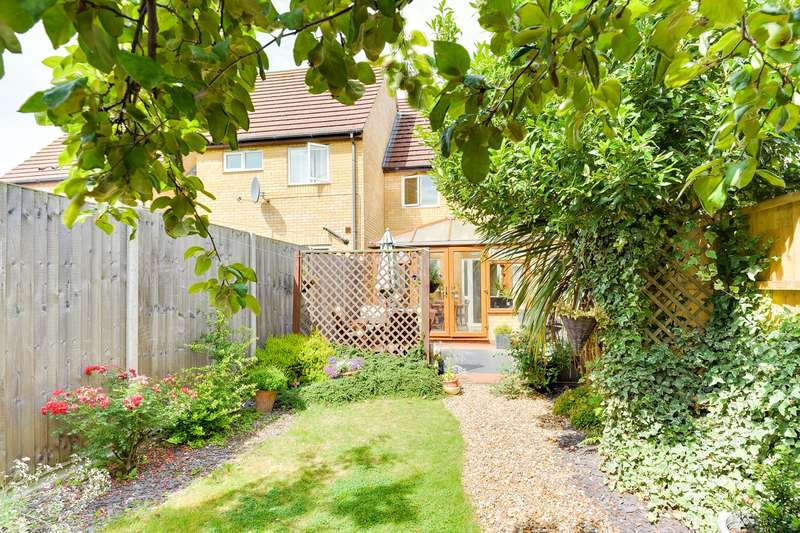 2 Bedrooms Terraced House for sale in Heron Way, Royston, Royston, SG8