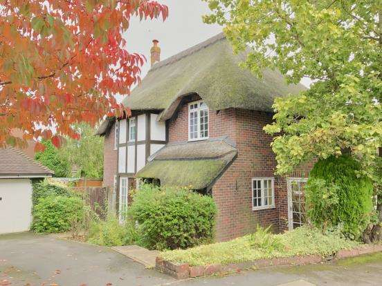 4 Bedrooms Detached House for sale in Lychpit, Basingstoke, Hampshire