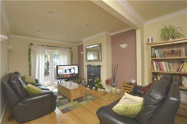 5 Bedrooms Semi Detached House for sale in Mawney Road, Romford, RM7 7HX