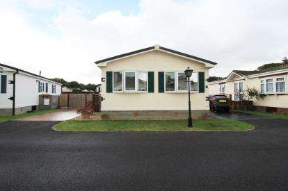 2 Bedrooms Detached House for sale in Everton, Lymington, Hampshire
