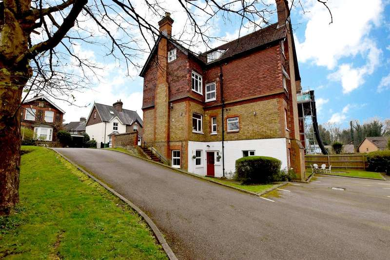 2 Bedrooms Maisonette Flat for sale in Croydon Road, Reigate