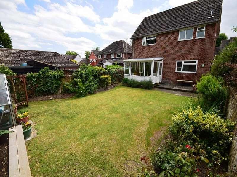 4 Bedrooms Detached House for sale in Godfrey Way, Dunmow, Essex, CM6
