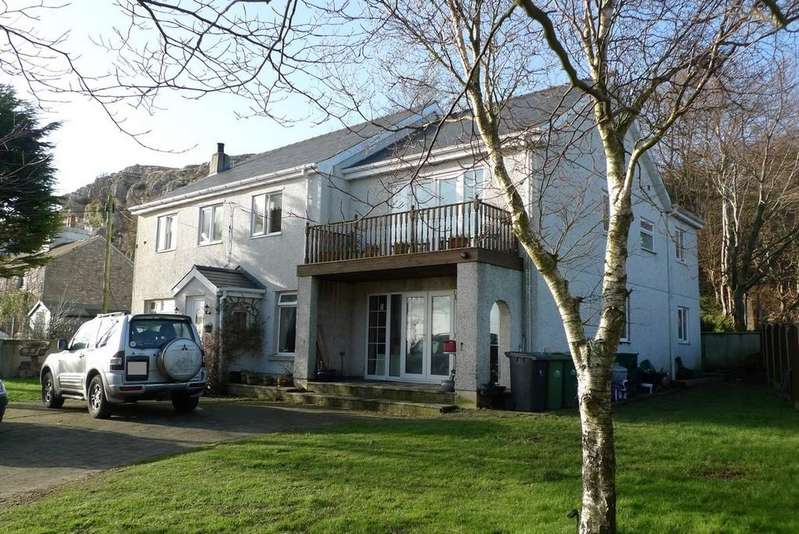 4 Bedrooms Detached House for sale in Pen Y Ffridd, Llandudno