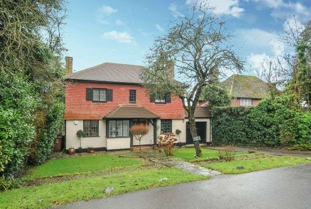 4 Bedrooms Detached House for sale in Chess Hill, Loudwater