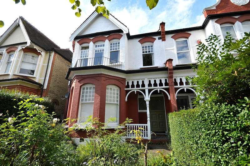 4 Bedrooms Semi Detached House for sale in Broomfield Avenue, Palmers Green, London. N13
