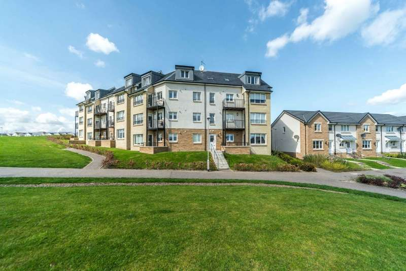2 Bedrooms Flat for sale in South Chesters Gardens, Bonnyrigg, Midlothian, EH19 3GF