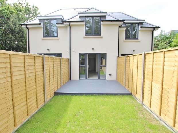 2 Bedrooms Terraced House for sale in 315 Herbert Avenue, Parkstone, POOLE, Dorset
