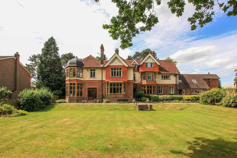 3 Bedrooms Apartment Flat for sale in Cross Oak Road, Berkhamsted