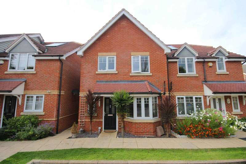3 Bedrooms Semi Detached House for sale in Windermere Gate, Bracknell