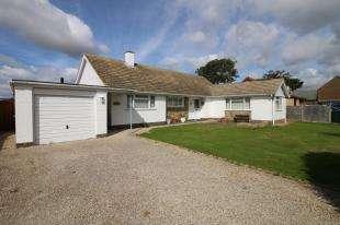 3 Bedrooms Bungalow for sale in Burlow Close, Birdham, Chichester, West Sussex