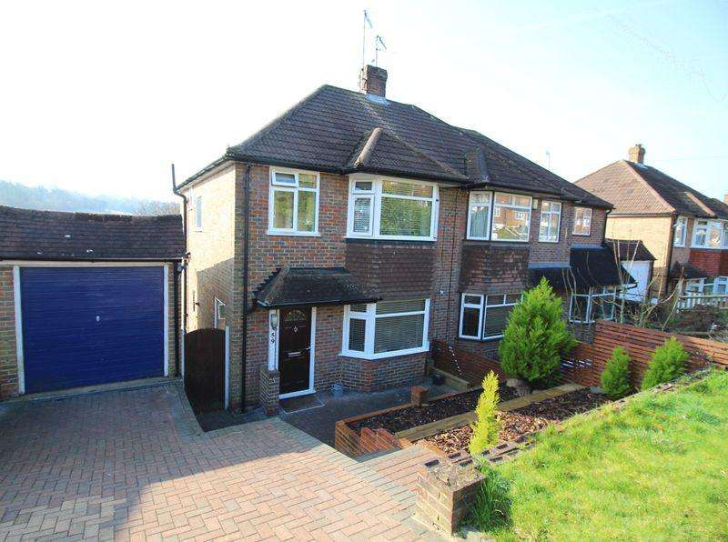 3 Bedrooms Semi Detached House for sale in Hyde Road, Sanderstead, Surrey