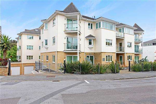 3 Bedrooms Flat for rent in Studland Road, Alum Chine, Poole