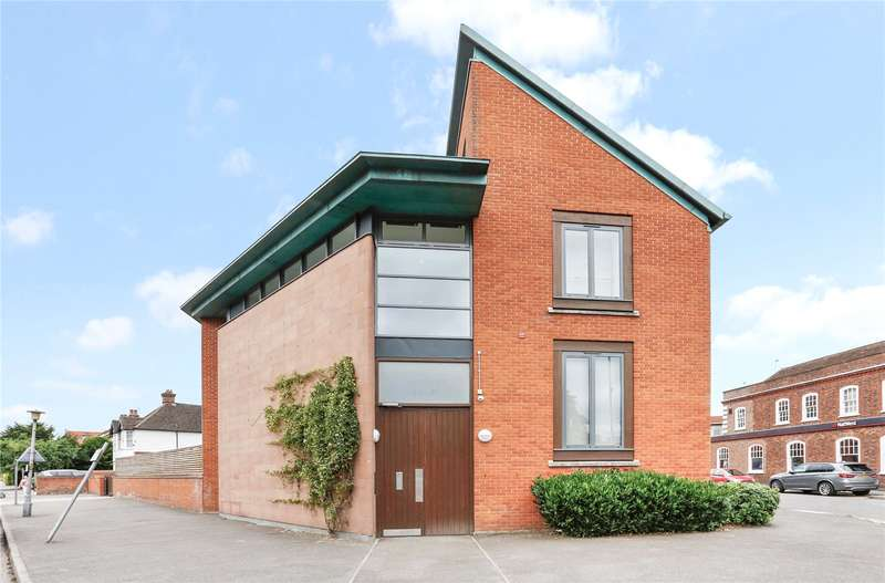 2 Bedrooms Flat for sale in Reynolds Court, Baring Road, Beaconsfield, HP9