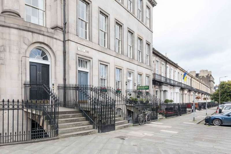 2 Bedrooms Flat for sale in Leopold Place, New Town, Edinburgh, EH7 5JW