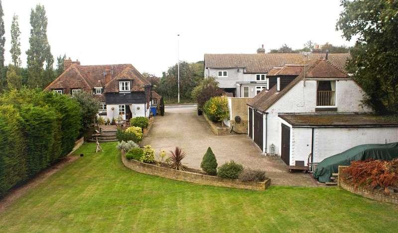 3 Bedrooms Semi Detached House for sale in Ellens Place, Boyces Hill,, Newington, Sittingbourne