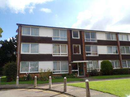 2 Bedrooms Flat for sale in East Court, Goldington Green, Bedford, Bedfordshire