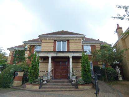 5 Bedrooms Detached House for sale in The Maples, Goffs Oak, Waltham Cross, Hertfordshire