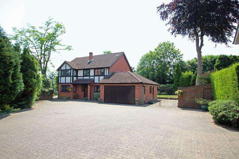 4 Bedrooms Detached House for sale in Burfield Drive, Warlingham, Surrey