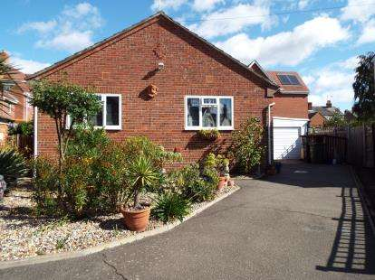 2 Bedrooms Bungalow for sale in Halstead