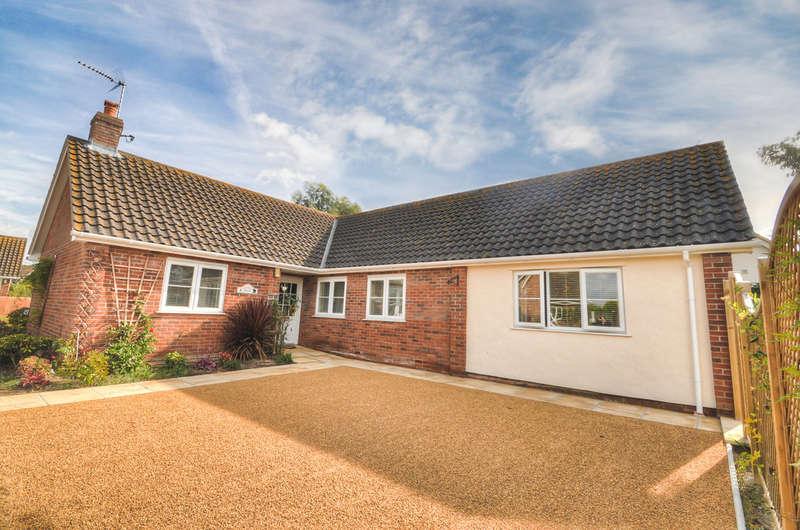 3 Bedrooms Detached Bungalow for sale in Wenhaston, Halesworth