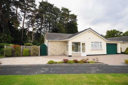 3 Bedrooms Bungalow for sale in Sarum Avenue, West Moors, Ferndown, Dorset