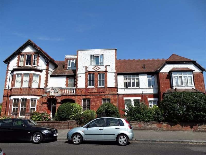 2 Bedrooms Flat for sale in Victoria Drive, Bognor Regis