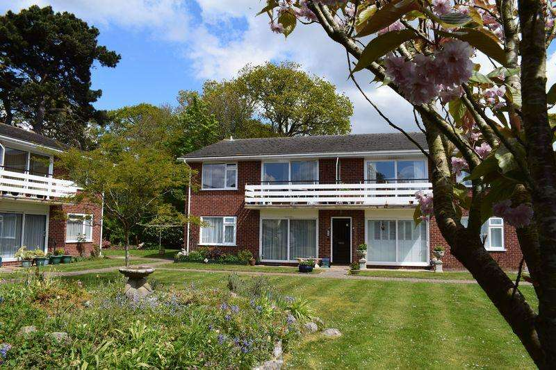 2 Bedrooms Apartment Flat for sale in Mill Lane, Christchurch