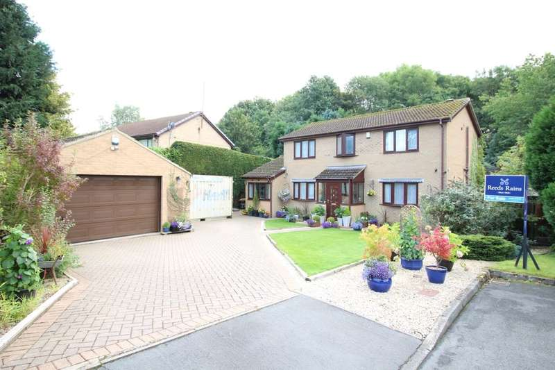 4 Bedrooms Detached House for sale in Hollowdene Garth, Crook, DL15