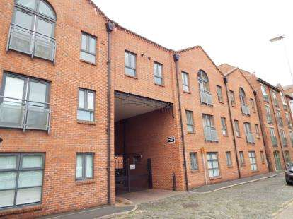 3 Bedrooms Flat for sale in Bakers Court, Steam Mill Street, Chester, Cheshire, CH3