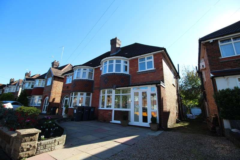 3 Bedrooms Semi Detached House for sale in Lulworth Road, Hall Green, Birmingham