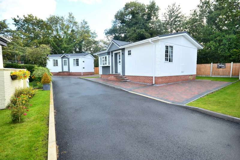 2 Bedrooms Bungalow for sale in Chesters Croft, Cheadle Hulme