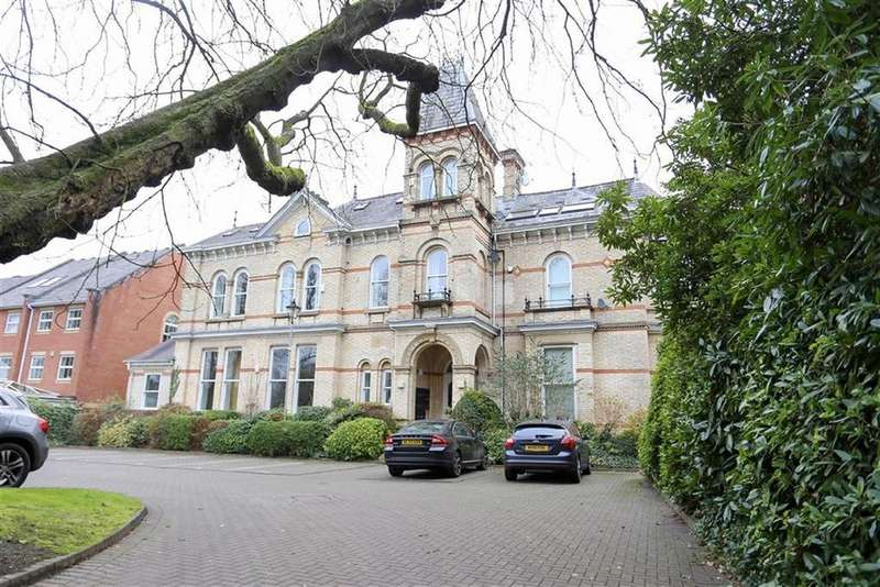 3 Bedrooms Penthouse Flat for rent in Holly Royde House, Didsbury, Manchester