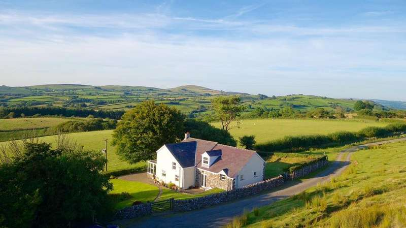6 Bedrooms Detached House for sale in Gwynfe, Llangadog
