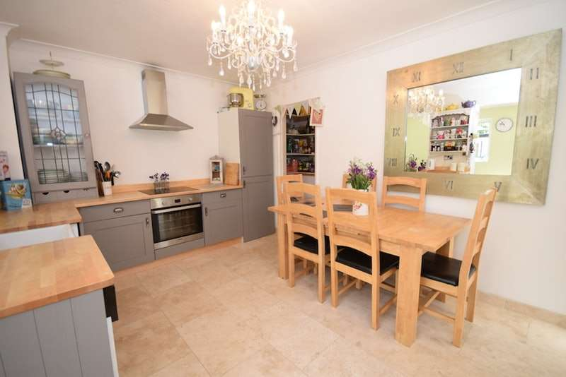 3 Bedrooms End Of Terrace House for sale in Roman Crescent, Southwick, Sussex, BN42