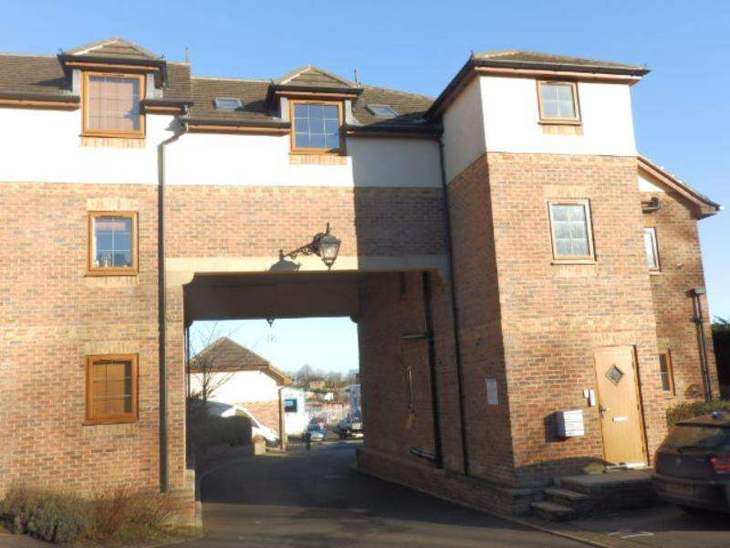 2 Bedrooms Flat for sale in HIGHFIELD COURT, OSSETT, WF5 9LA