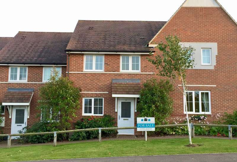 3 Bedrooms Terraced House for sale in Station Road, Watton-at-Stone, Hertfordshire, SG14 3SH