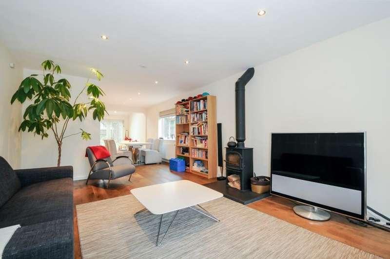 4 Bedrooms Detached House for rent in PRIMLEY PARK ROAD, LEEDS LS17 7RZ
