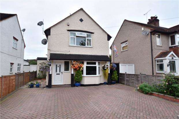 3 Bedrooms Detached House for sale in Denham Way, Maple Cross, Rickmansworth