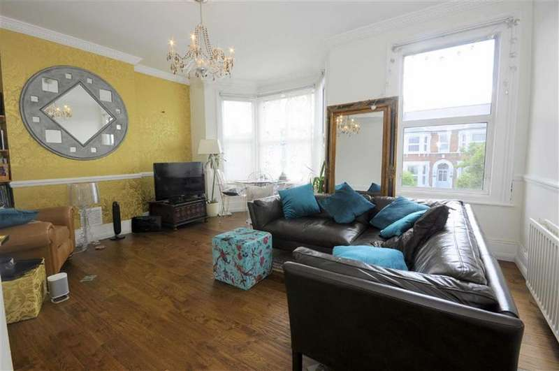 2 Bedrooms Flat for sale in Broadfield Road, Catford, London