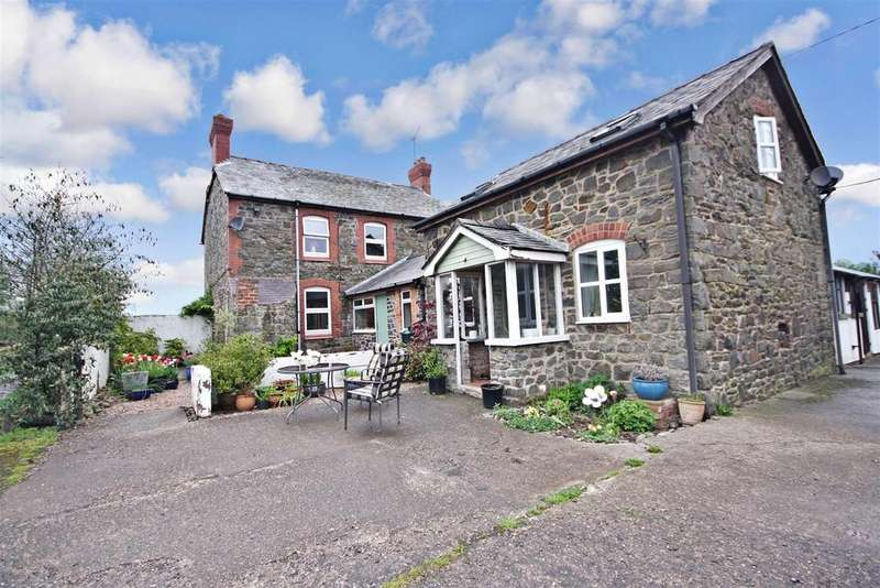 3 Bedrooms Detached House for sale in Meifod Powys