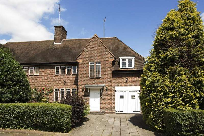 5 Bedrooms Semi Detached House for sale in Southway, NW11