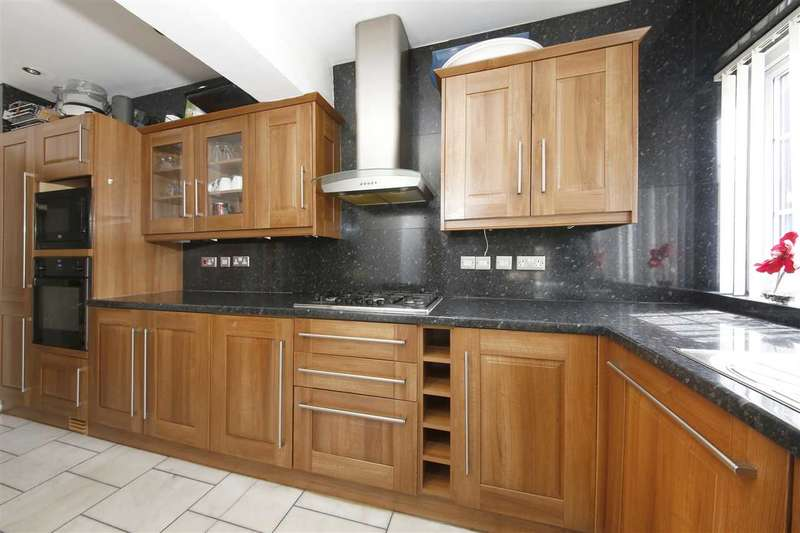 4 Bedrooms Terraced House for sale in South Crescent Park, Catford