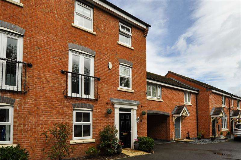 4 Bedrooms Terraced House for sale in Pitchcombe Close, Redditch