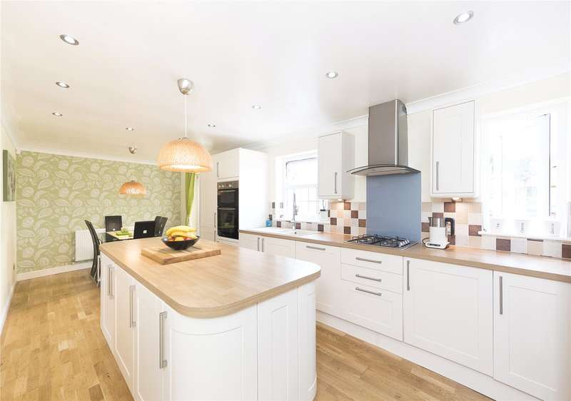4 Bedrooms Detached House for sale in Westminster Croft, Rodley, Leeds, West Yorkshire, LS13