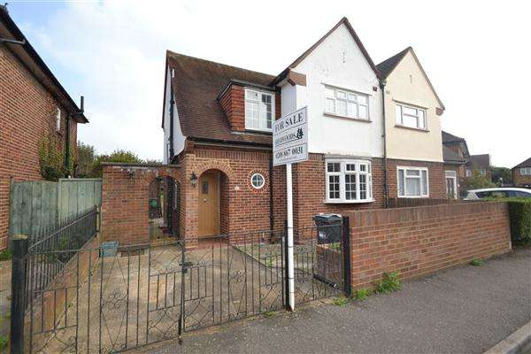 3 Bedrooms Semi Detached House for sale in Southville Close, Feltham