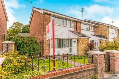 3 Bedrooms End Of Terrace House for sale in Lune Way, Reddish, Stockport, Cheshire